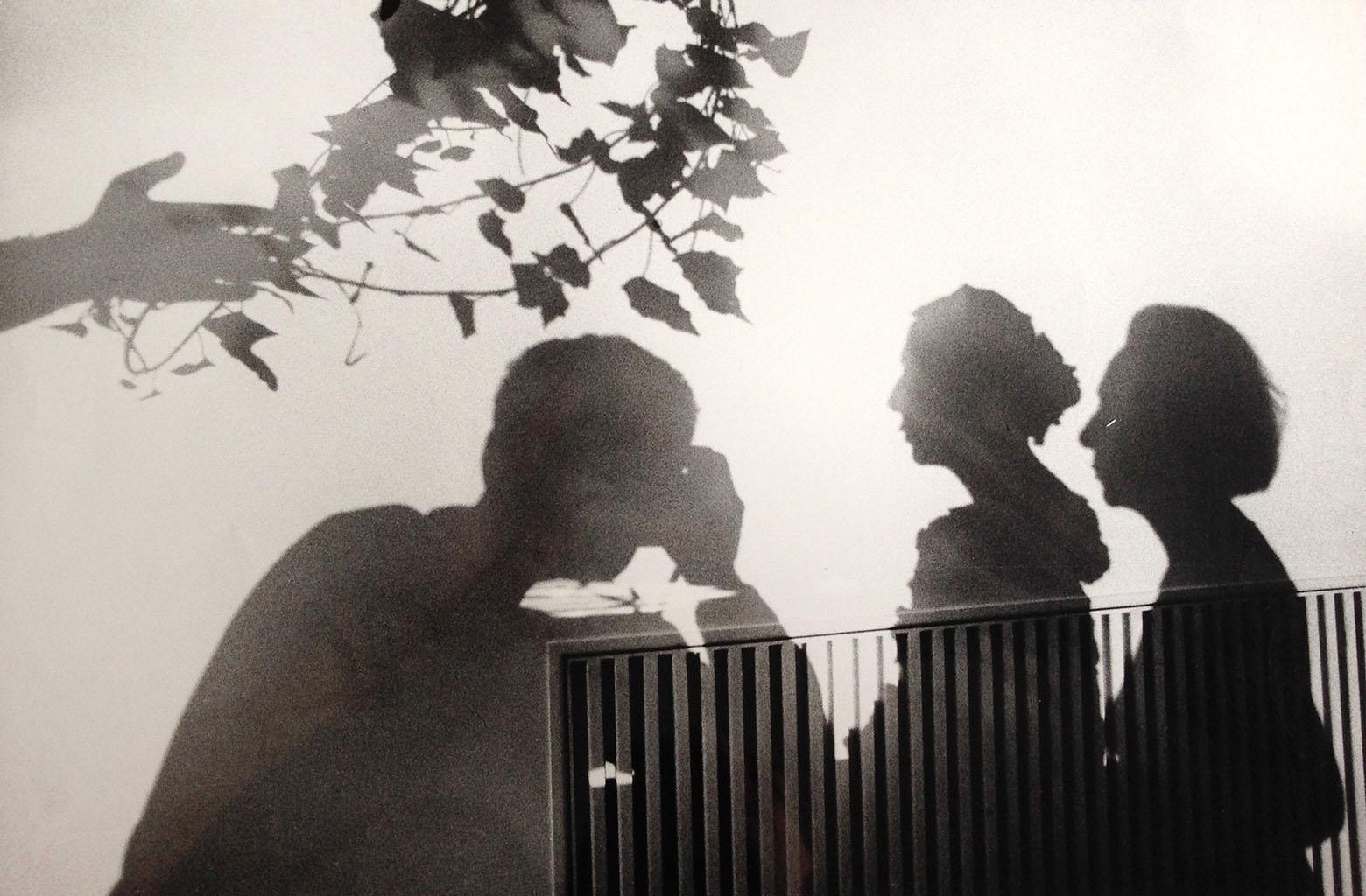 Ugo Mulas che fotografa Alba Allocchio Borsani e il suo busto