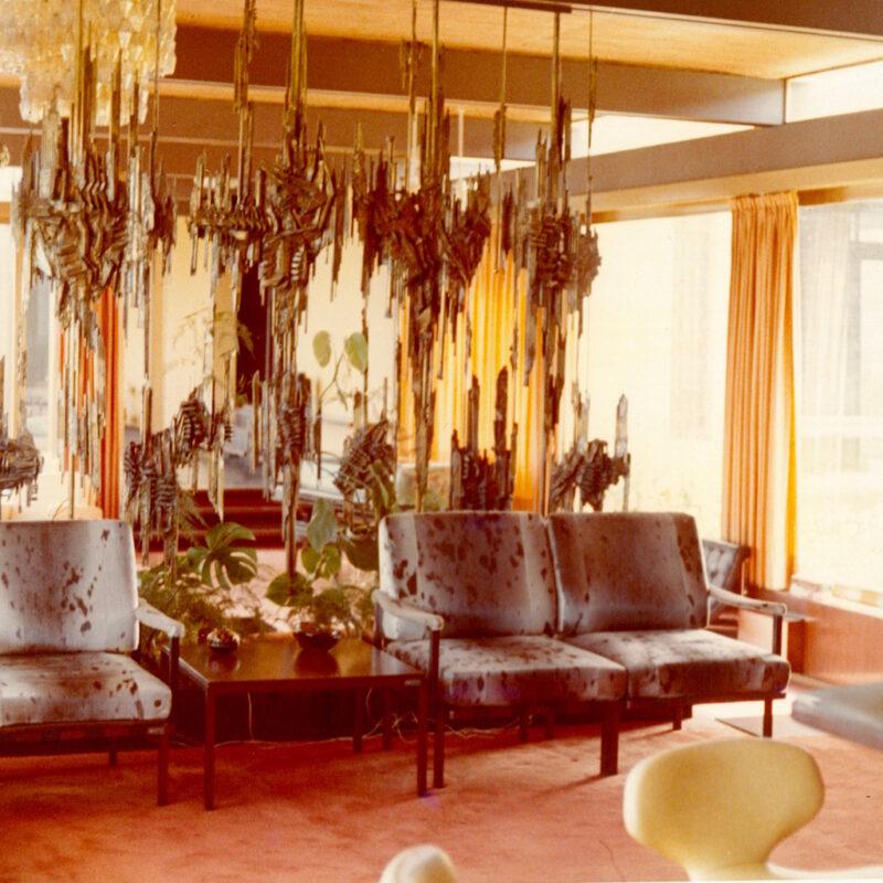 Fregio di Arnaldo Pomodoro, Villa Mar Caspio