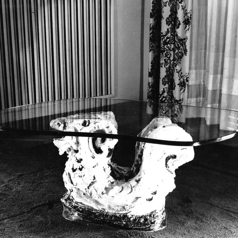 Tavolo di servizio con piano in cristallo e basamento in ceramica, 1950